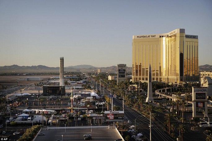 Vụ thảm sát Las Vegas: Nghi phạm lắp nhiều camera trong phòng khách sạn - Ảnh 8.