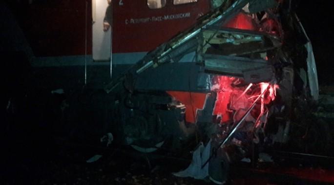 """Nga: Tàu lửa """"xé toạc"""" xe buýt, 19 người chết - Ảnh 1."""