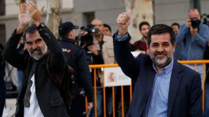 Tây Ban Nha giam giữ các lãnh đạo phong trào độc lập Catalonia - Ảnh 1.