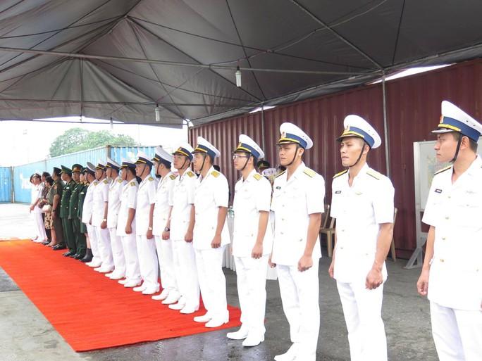 TP HCM đón cùng lúc 2 tàu quân sự Indonesia - Ảnh 2.