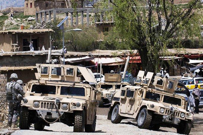 Taliban xông vào căn cứ Afghanistan, giết gần hết binh sĩ - Ảnh 1.