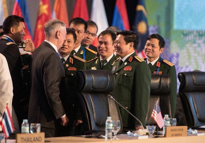 Bộ trưởng Quốc phòng Việt - Mỹ: Tăng cường hợp tác an ninh hàng hải - Ảnh 1.