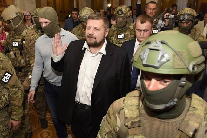 Nghị sĩ Ihor Mosiychuk (giữa). Ảnh: AP