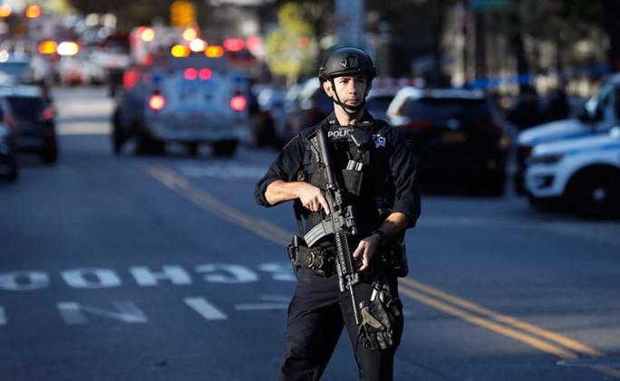 Khủng bố lao xe tải vào đám đông tại New York, 8 người thiệt mạng - Ảnh 2.