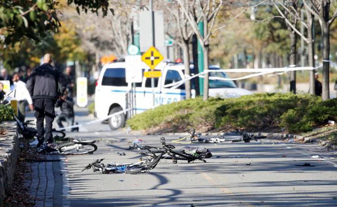 Khủng bố lao xe tải vào đám đông tại New York, 8 người thiệt mạng - Ảnh 4.