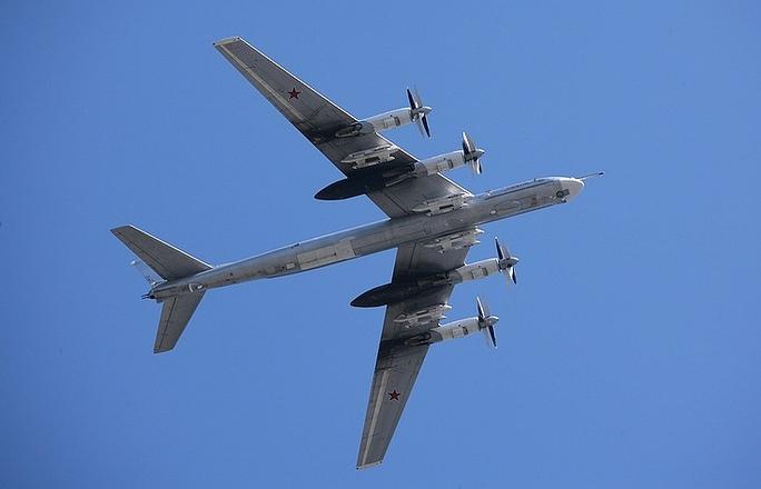 Chiến đấu cơ Nhật, Mỹ ngăn chặn máy bay ném bom Nga - Ảnh 1.