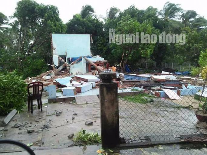 Quảng Nam: Lốc xoáy cực mạnh kéo sập nhà, nhiều người nguy kịch - Ảnh 1.
