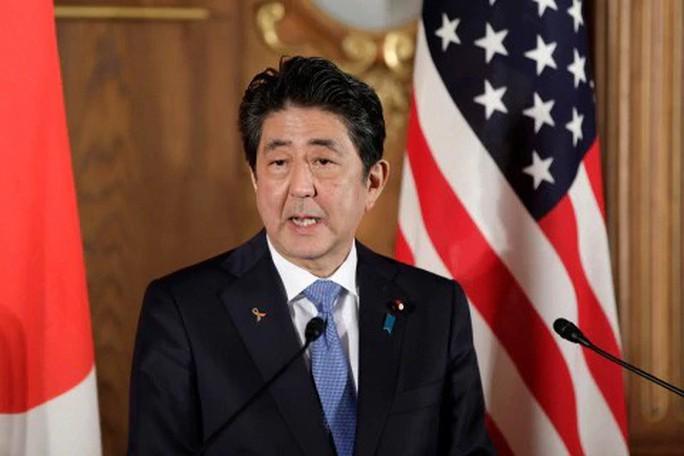 Ông Donald Trump không cúi người chào Nhật hoàng - Ảnh 6.