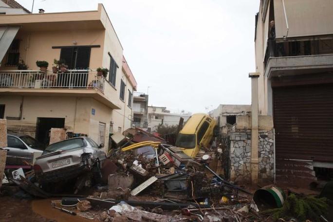 Hy Lạp: Lũ quét kinh hoàng, nhiều người chết kẹt trong nhà - Ảnh 6.