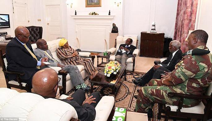Mập mờ số phận Tổng thống Zimbabwe - Ảnh 1.