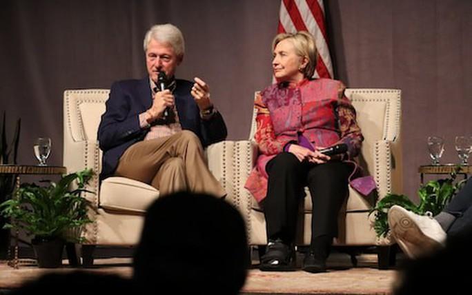 Ông Clinton lại bị tố cáo bê bối tình dục - Ảnh 2.