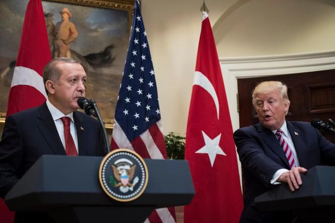 Mỹ sắp ngừng cung cấp vũ khí cho người Kurd tại Syria - Ảnh 1.