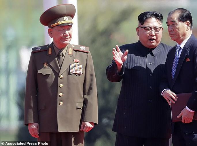 Ông Kim Jong-un lại thăm núi thiêng, Triều Tiên trảm Tướng Hwang? - Ảnh 1.