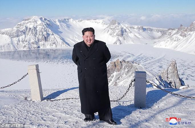 Ông Kim Jong-un lại thăm núi thiêng, Triều Tiên trảm Tướng Hwang? - Ảnh 3.