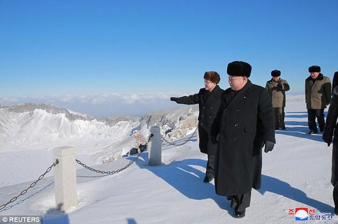 Ông Kim Jong-un lại thăm núi thiêng, Triều Tiên trảm Tướng Hwang? - Ảnh 5.