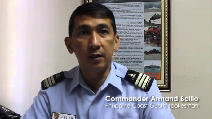 Philippines: Lật tàu trong mưa bão, hành khách chìm trong sóng dữ - Ảnh 1.