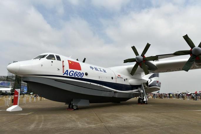 Trung Quốc bay thử thủy phi cơ lớn nhất thế giới - Ảnh 1.