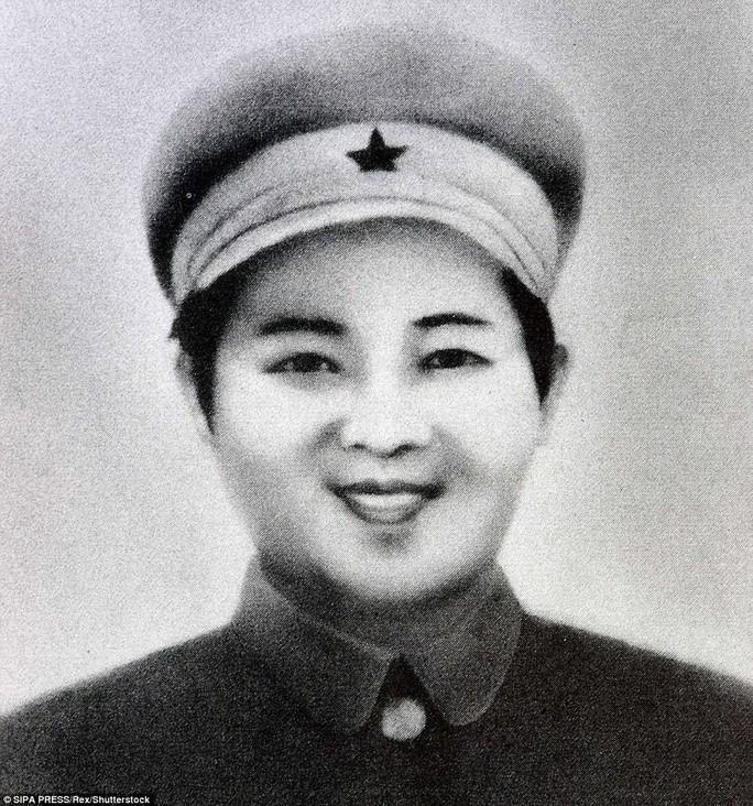 Tại sao Triều Tiên tổ chức lễ tưởng niệm lớn cho bà Kim Jong-suk? - Ảnh 3.