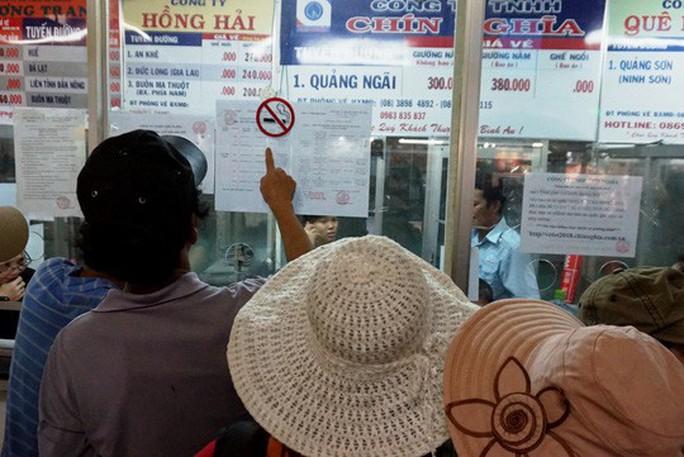 Người dân ùn ùn rời Sài Gòn, về quê nghỉ Tết Dương lịch - Ảnh 2.