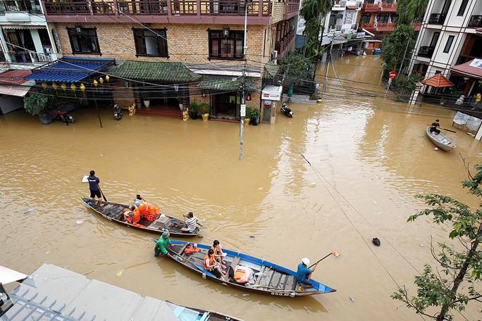 Hình ảnh lũ lụt miền Trung ngập tràn báo chí nước ngoài - Ảnh 11.