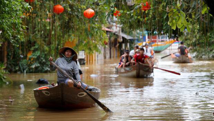 Hình ảnh lũ lụt miền Trung ngập tràn báo chí nước ngoài - Ảnh 12.