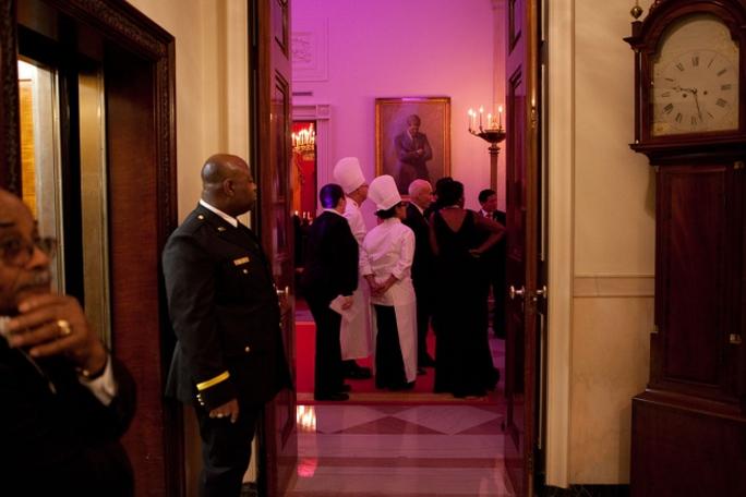 Họ phải toàn tâm toàn ý phục vụ cho các gia đình ở trong Nhà Trắng dù trước đó bầu cho ai đi chăng nữa. Ảnh: NHÀ TRẮNG