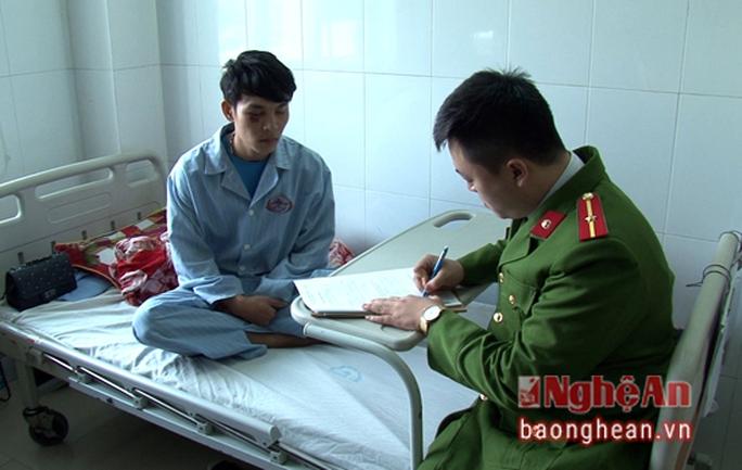 Em Đặng Trọng Đại tại bệnh viện Đa khoa Nghệ An