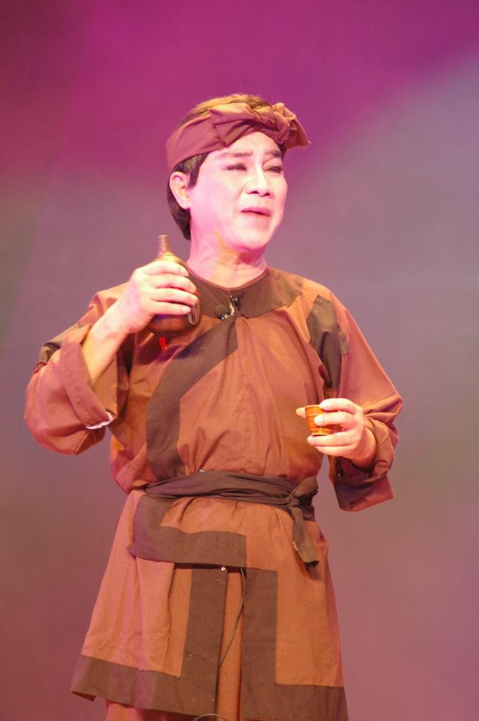 Vai Trần Minh trong vở Bên cầu dệt lụa của NS Thanh Sang