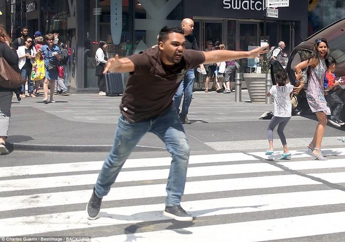 Hé lộ lý do của kẻ lao xe vào người đi đường ở New York - Ảnh 3.