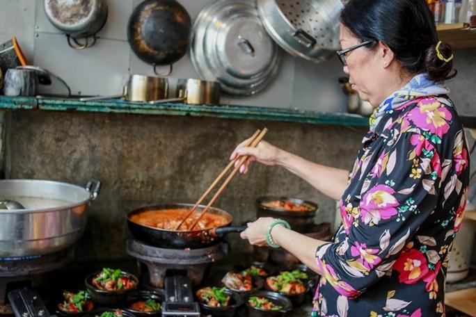 Quán cơm chỉ bán 25 suất mỗi ngày ở Sài Gòn - Ảnh 3.