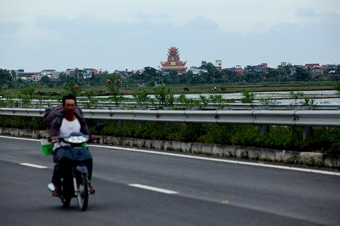 Choáng với ngôi làng hơn 100 tỉ phú ở Thái Bình - Ảnh 1.