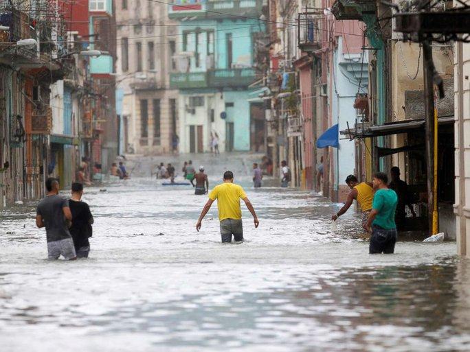 Bão Irma đã đến Mỹ, sóng cao 6 m vẫn ập vào Cuba - Ảnh 3.