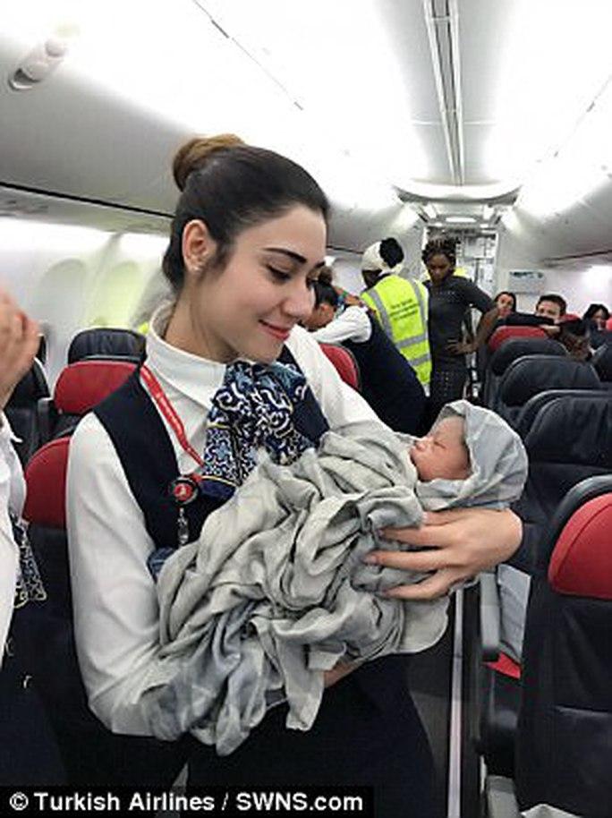 Ca sinh diễn ra thành công trên máy bay. Ảnh: Turkish Airlines