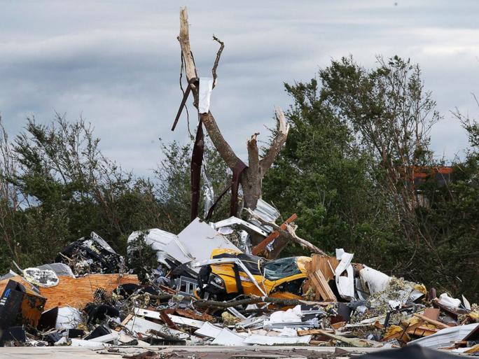 Hình ảnh đống đổ nát sau cơn bão. Ảnh: EPA