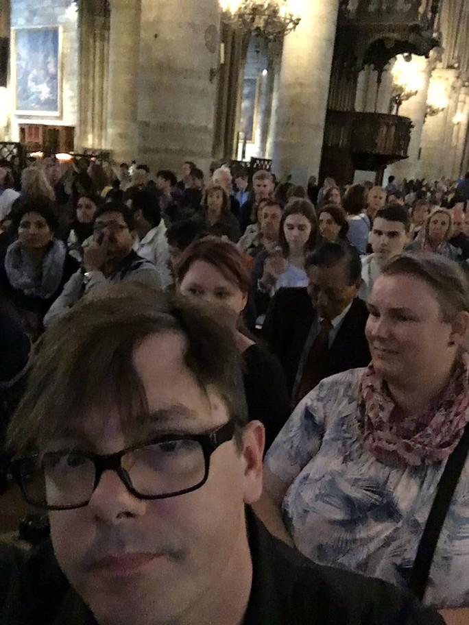 Tấn công bằng búa ngoài Nhà thờ Đức Bà Paris - Ảnh 4.