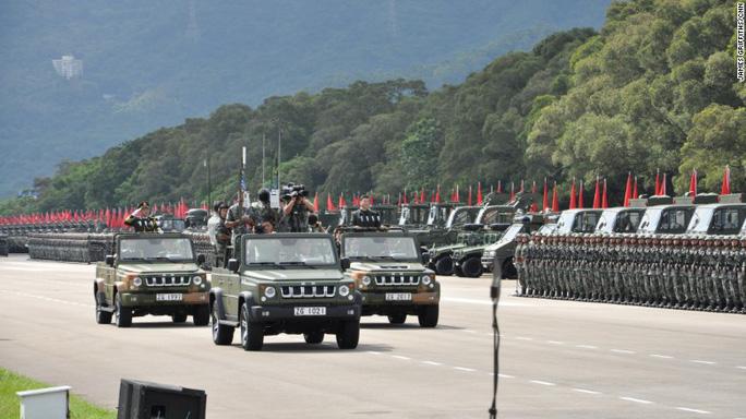 Duyệt binh lớn chưa từng có ở Hồng Kông trong 20 năm - Ảnh 4.