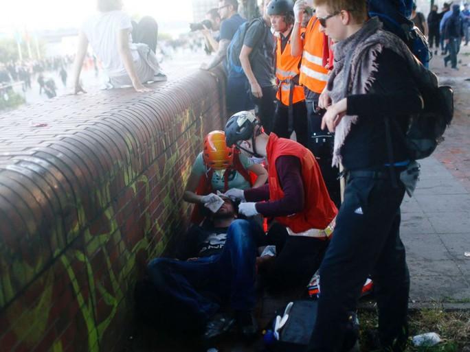 Đụng độ bạo lực phản đối G20 tại Đức, 76 cảnh sát bị thương - Ảnh 4.