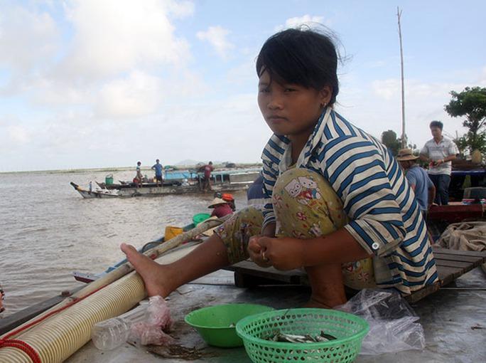Chợ cá rặt đồng mùa nước nổi ở miền Tây - Ảnh 4.