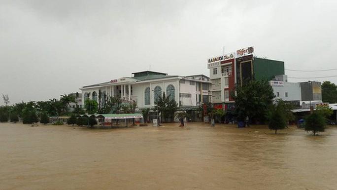 Lũ Quảng Ngãi vượt đỉnh lịch sử, Quảng Nam thêm 7 người chết - Ảnh 7.