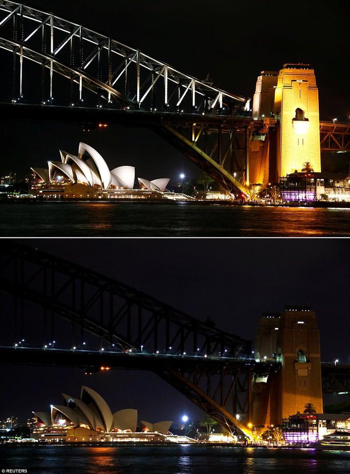 Sự kiện môi trường thường niên này bắt đầu từ một sự kiện tắt đèn tại TP Sydney năm 2007 với sự tham dự của hơn 2 triệu người. Ảnh: REUTERS