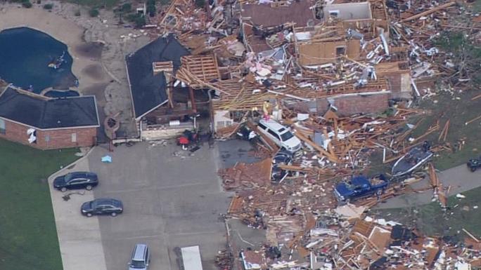 Một khu vực rộng lớn ở Dallas bị thiệt hại nặng nề. Ảnh: Twitter