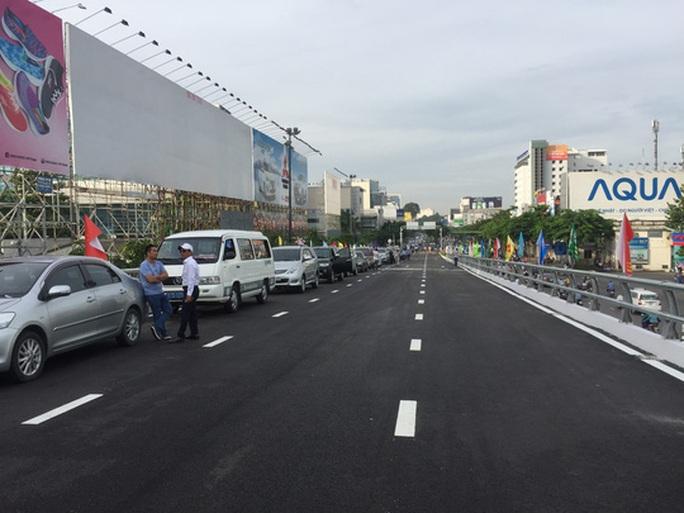 Thông xe cầu vượt ở 2 nút giao cửa ngõ sân bay Tân Sơn Nhất - Ảnh 7.