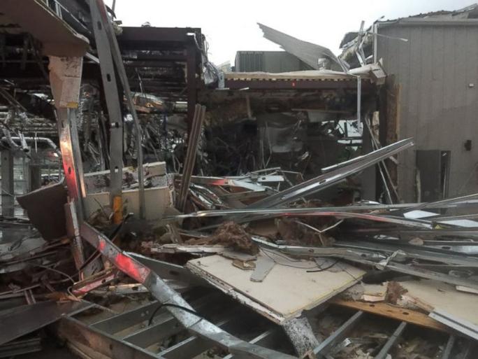Một căn nhà bị hư hại nặng nề ở bang Texas. Ảnh: ABC News