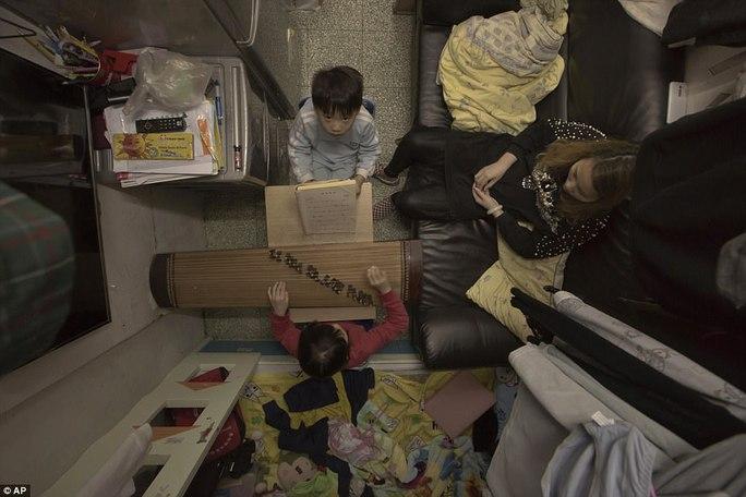 """Dễ sợ """"nhà hòm"""" ở Hồng Kông - Ảnh 6."""