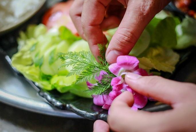 Quán cơm chỉ bán 25 suất mỗi ngày ở Sài Gòn - Ảnh 6.