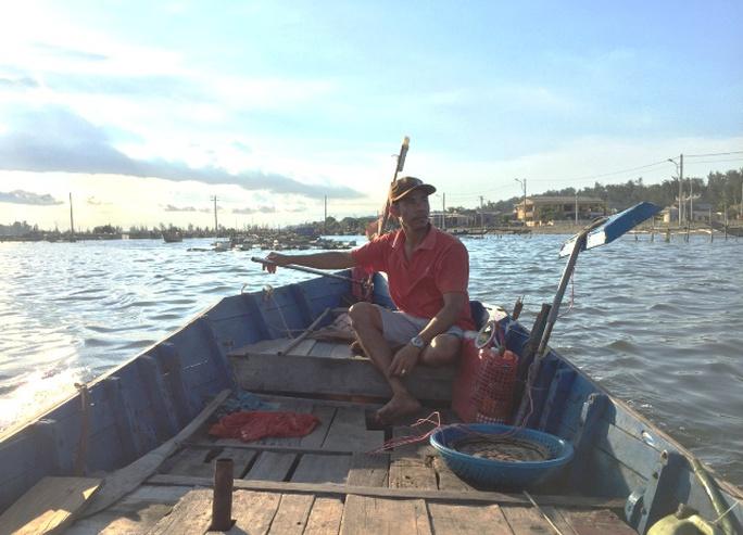 Nín thở theo bạn thuyền săn mực trên biển miền Trung - Ảnh 2.