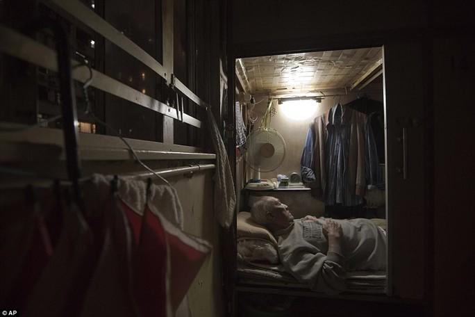 """Dễ sợ """"nhà hòm"""" ở Hồng Kông - Ảnh 7."""