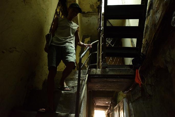Hai người trong căn hộ 2 mét vuông ở Hà Nội! - Ảnh 7.