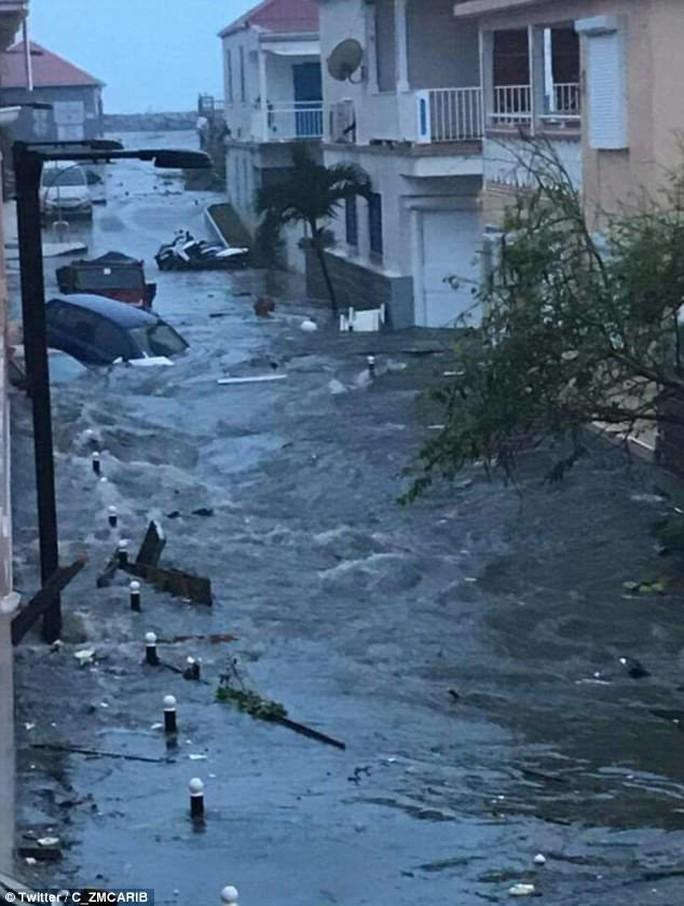 Siêu bão Irma phá hủy 90% đảo Barbuda, đang hướng đến Mỹ - Ảnh 7.