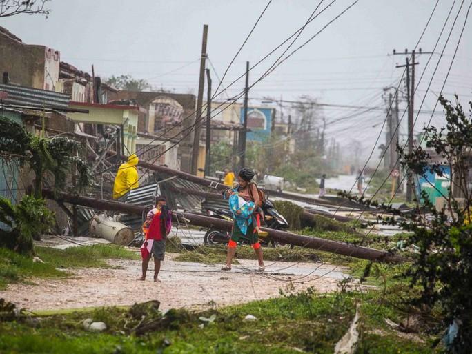 Bão Irma đã đến Mỹ, sóng cao 6 m vẫn ập vào Cuba - Ảnh 7.